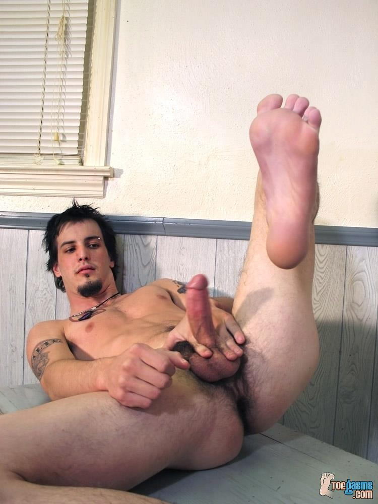Toegasms-Axel-Straight-Skater-Jerking-Off-Playing-With-Feet-Amateur-Gay-Porn-09 Straight Skater Jerks His Hairy Dick And Plays With His Feet
